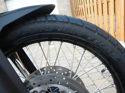 BMW F800GS model 2013. Voorband Pirelli Scorpion Trail 90/90-21 M/C 54V.