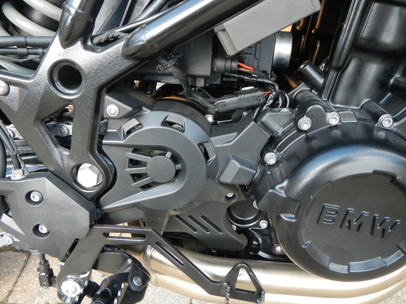BMW F800GS model 2013. Rechter zijaanzicht motorblok.