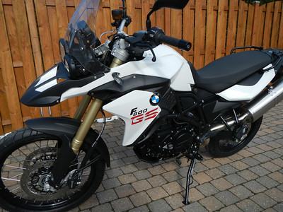 BMW F800GS model 2013. Linker zijaanzicht.