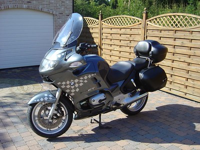 BMW R1150RT - Vooraanzicht schuin links Stripping: BoxerBox Windscherm: Givi Witte pinkers: Clear Alternatives
