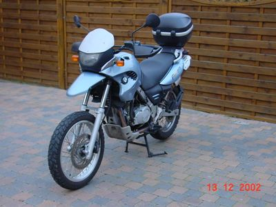 BMW F650GS - Vooraanzicht schuin links