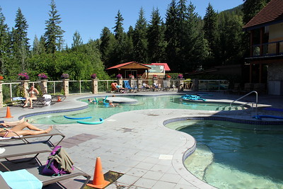 I drifted around on a noodle here in the warm to hot pools for an hour or so before continuing north. Quite relaxing.