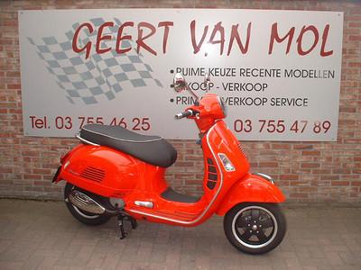 Vespa GTS 300 Super € 5200,00 (10 mei 2013) Gekocht bij Geert Van Mol, zie http://www.geertvanmol.be