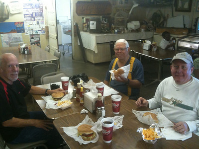3 Bubba Burger virgins joined me for the classic east Texas burger!  Larry, Ralph and Jeff!