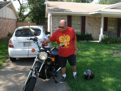 Picking up Roger to take his 1982 Honda CM450 Custom to the NTNOA Antique Bike Show at Strokers.