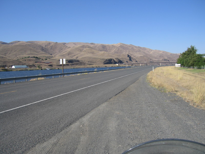 Entering Clarkston on the border on Idaho and Washington. the siter town on Idaho side is called Lewiston.