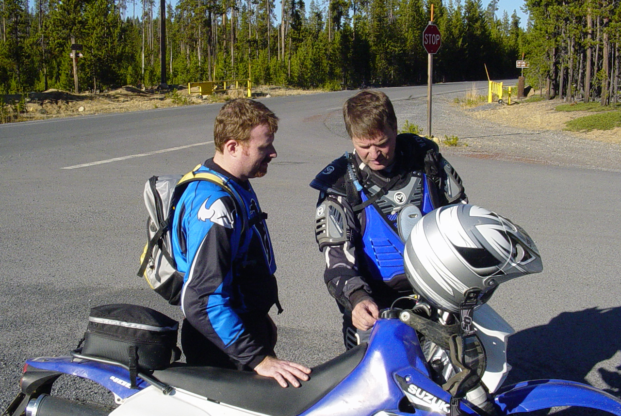 "<font size=""+2"">Tom talking to ""quiet"" Eric about his shiney new DRZ."