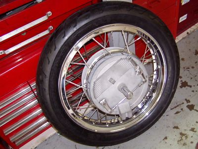 The legendary Eldorado 4LS front brake with new rim, spokes, and tire. Damn, Buchanan does some nice wheel work. But then they have been doing damn nice work for almost 40 years.