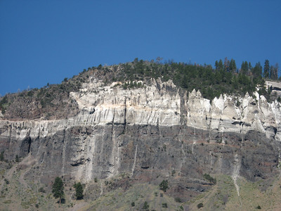 """July 2nd, 2006 - Day Two The next morning I pack back up and head for Lakeview - along the way, I pass several """"fault ridges"""", or Rims.  This one had an interesting band of something..."""