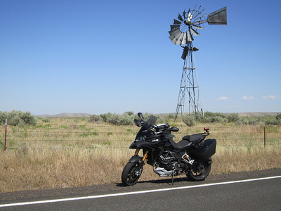 Cool windmill between Wasco and Condon along Rt 206