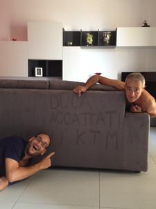 2 pirli, 1 divano!