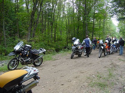 02. Regrouping at the trail head