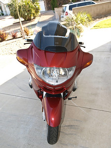 Clean front of the bike.  You can see in this photo that the 3M headlight protector is pretty invisible!