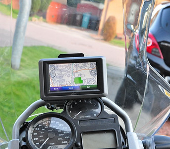 BMW R1200GS - DIY Motorcycle GPS / SatNav System Cradle Mount - mounting bracket for Garmin Zumo 660 - Article here:  http://www.motorcycleinfo.co.uk/index.cfm?fa=contentGeneric.tvjgzrvwgqsvkwoe&pageId=2400827