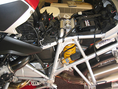 See here for R1200GS PCIII installation instructions:  http://www.motorcycleinfo.co.uk/index.cfm?fa=contentGeneric.sfjsxqzbkjrcgwel&pageId=425926