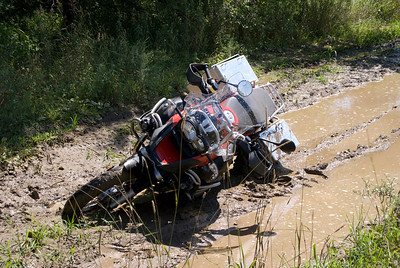 "Photo by Scott Shelerud ( http://www.knifeisland.com) of his 2008 R1200GS Adventure stuck in the mud somewhere in the USofA... ""Gotta get me some TKCs"""