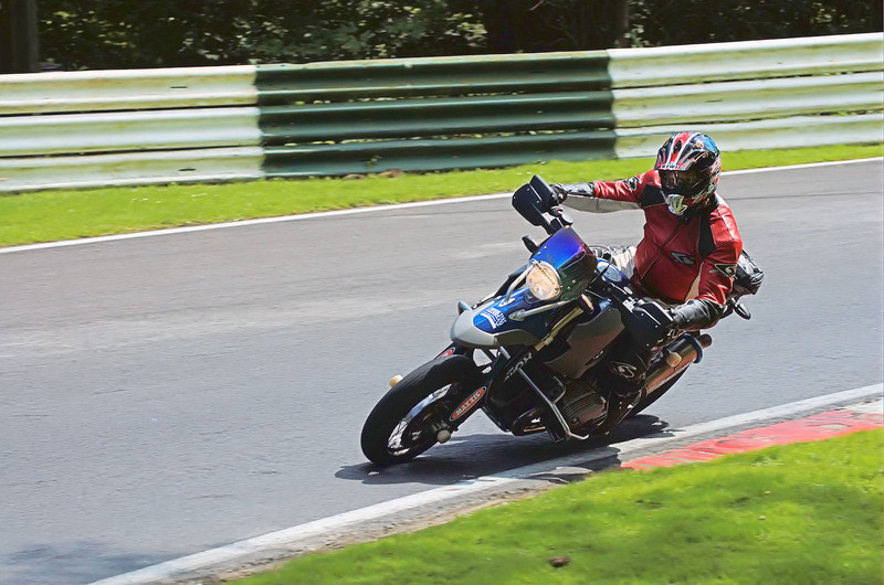 Barkin Pumpkin on his HP2 taken at Cadwell back in June 2006 - by ukGSer Schtum