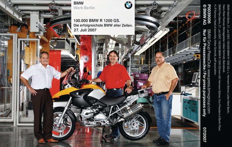 The 100,000th BMW R1200GS rolls off the production line at Munich 27th July 2007