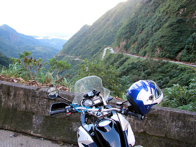 1/2: Filipe from Brazil and his R1200GS - Serra do Rio do Rastro - SC438. More of Filipe's photos here:   http://picasaweb.google.com.br/lambretaomotoclube