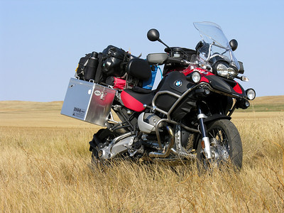 Photo by Scott Shelerud (www.knifeisland.com) of his 2008 R1200GS Adventure somewhere in Wyoming USofA