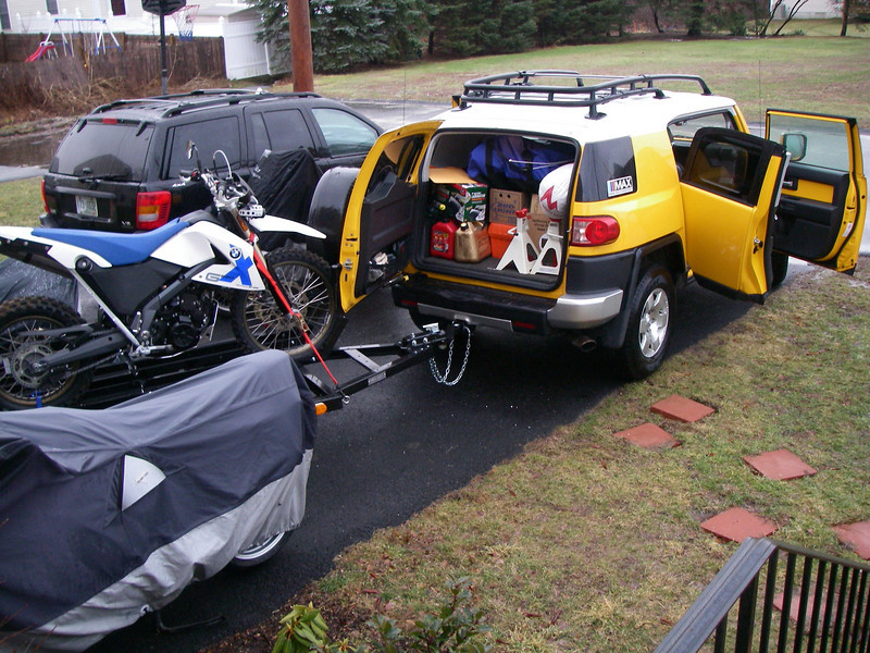 Loading up the FJ for the 830 mile trip