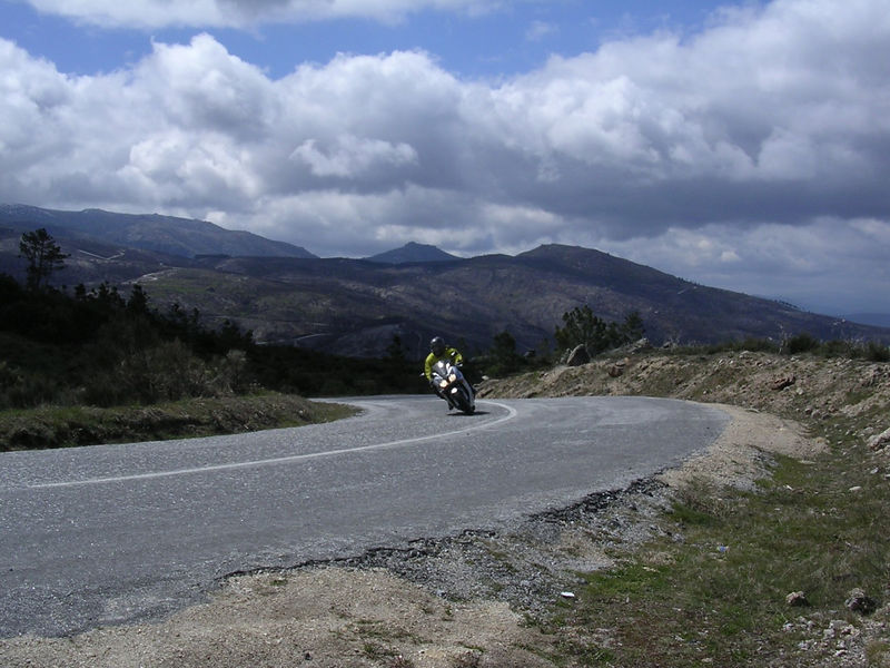 Dizave demonstrating bad cornering technique on the VFR in Stella Estrella, Portugal.