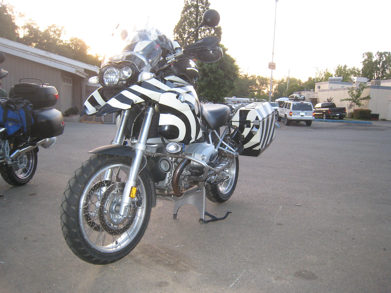 Continuing to roam the fairgrounds, I find this GS with a Zebra paint scheme.