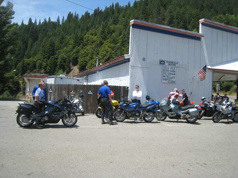 Arriving at Downieville, we park the bikes and go for a pizza.