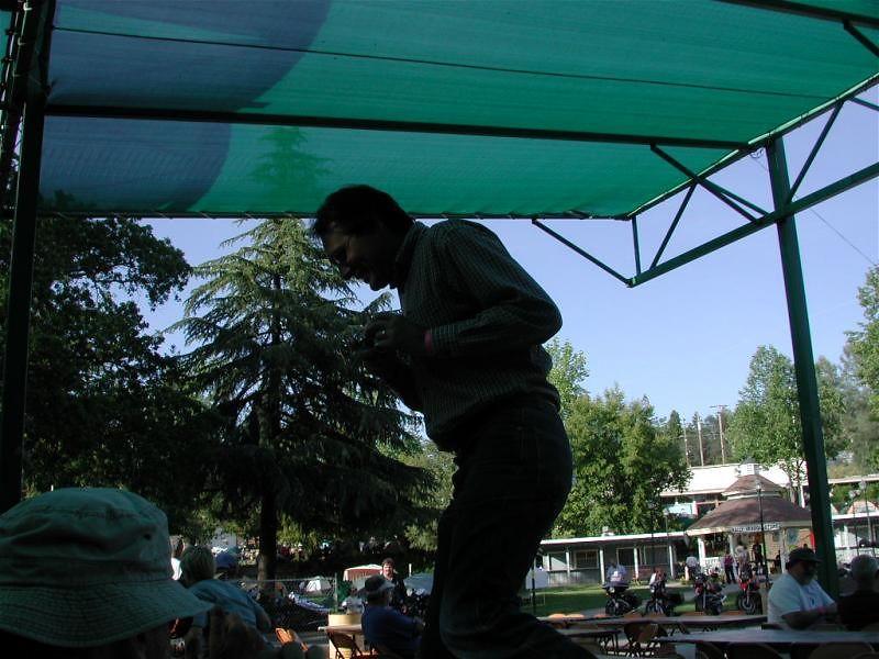 Kurt table-dancing