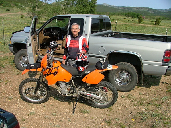 Chuck and his '03 525EXC with a Rekluse clutch. It very cool.