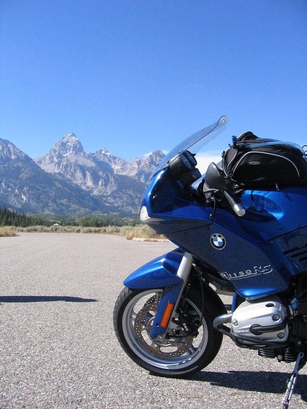 Liz Major's R-1150RS poses against the mountain backdrop.