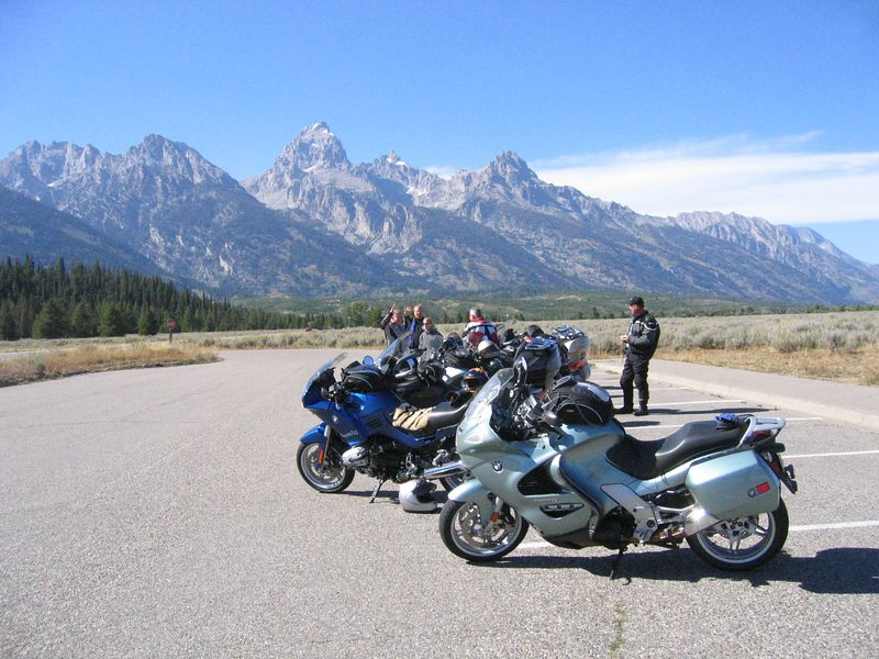 We stop for another photo op at the Windy Point Turnout.