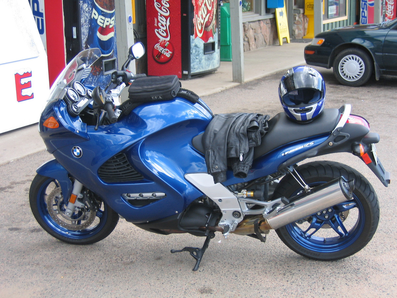 I arrived very early, so I fueled up (more on this later), then ate a Harvest bar and diet coke for brunch.  Mm, mm, that's tasty!  Soon, Mark Bohn (MBohn) shows up on his very blue K1200RS.  The custom paint on his wheels really makes the bike stand-out.