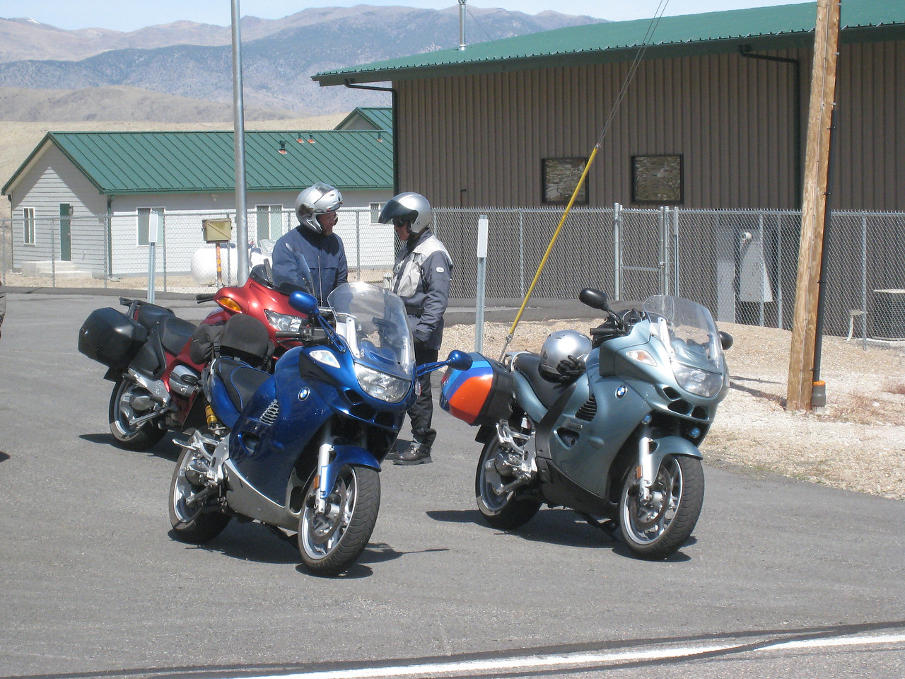 At the end of the road, near Topaz Lake, we stop at the big parking lot.