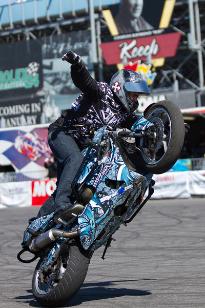 Alex Flores King of the no handed circle wheelies!