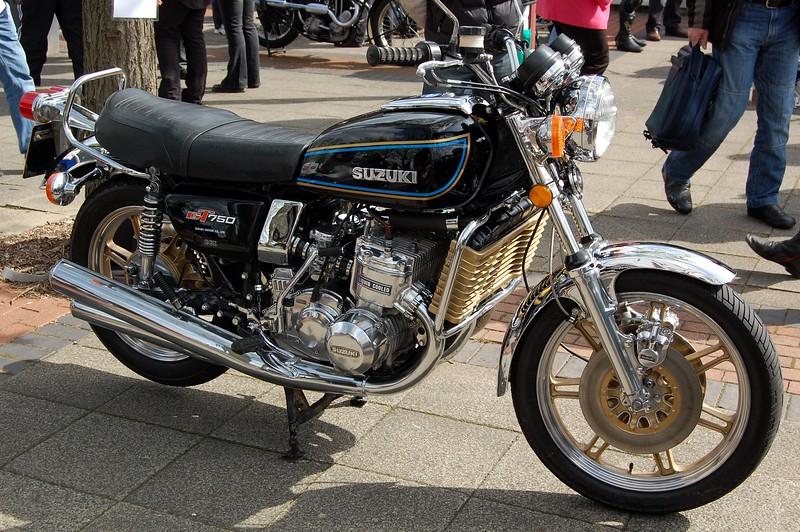 Suzuki GT750 Black