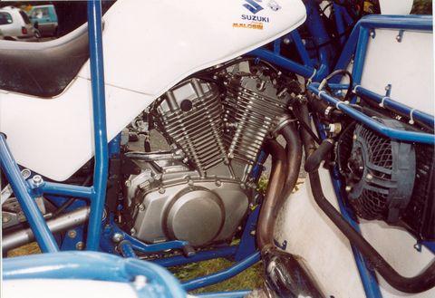 vx800-motor-rechts-480