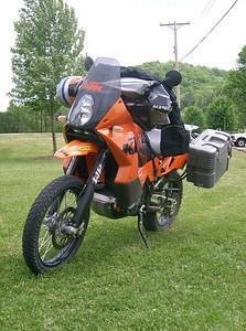 Randy Nissen's KTM 950 with Piaa aux light kit