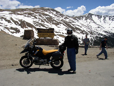 Early pic of the '03 GS Adventure with yellow saddle