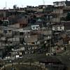 Muchas edificaciones en diferentes partes del Peru, como en la ciudad de Arequipa, estan localizadas en los cerros, casas de concreto, madera o de esteras.  Personas que hicieron de los cerros y sus laderas lugar de sobrevivencia.