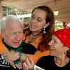 Pepe Apt y su novia Maria del Mar Suso,atras Paula Vega
