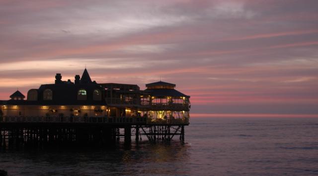 Rosa Nautica, restaurant, bar y salon de musica en pleno mar.  Miraflores.