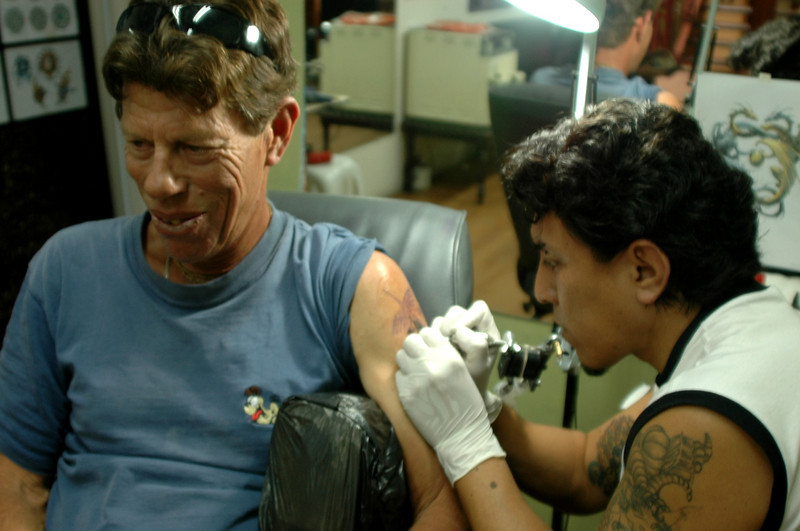 """Randy, getting inked at Franz Tattoo, Arequipa  <a href=""""http://franztattoo.com/"""">http://franztattoo.com/</a>"""