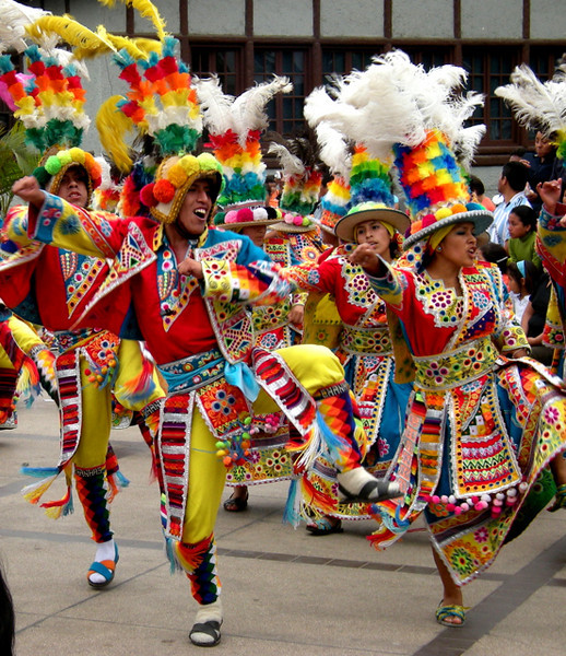 Bailarines de Huancayo.  Cada uno con su pareja.