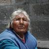 Mujer arequipena, pide limosnas en las gradas de la Catedral de Arequipa, recibiendo muchas veces la indiferencia de las personas.  Una mujer que dio toda su vida y ahora recibe el desprecio de muchos.