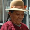 Una anciana mujer que debe subsistir vendiendo unos munecos de auquenidos de nuestro Peru, quien bajo duro clima debe ir laborando para llevarse el sustento de su familia que a veces es desprotegida por ellos. 26-01-10