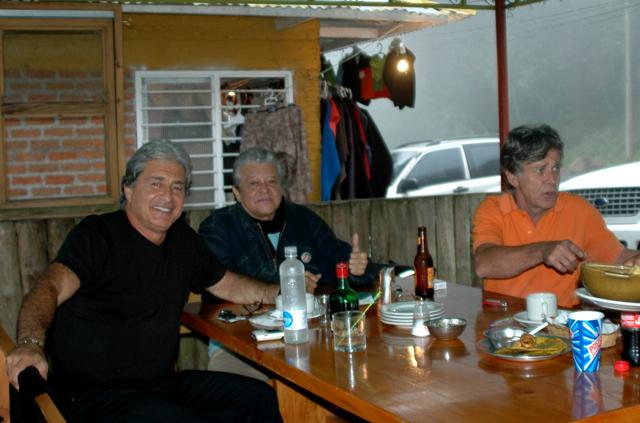 Pierre, Cuca y Alain en la Cabaña Km 18
