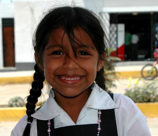 Nina estudiante de colegio de Moro. Ancash.