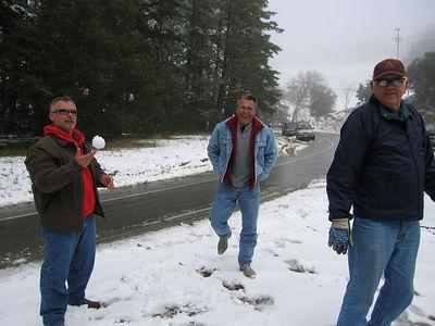 03/12/06 Hwy 9 at Hwy 35. Mojo balancing a snowball on his finger. Mike and Frank.
