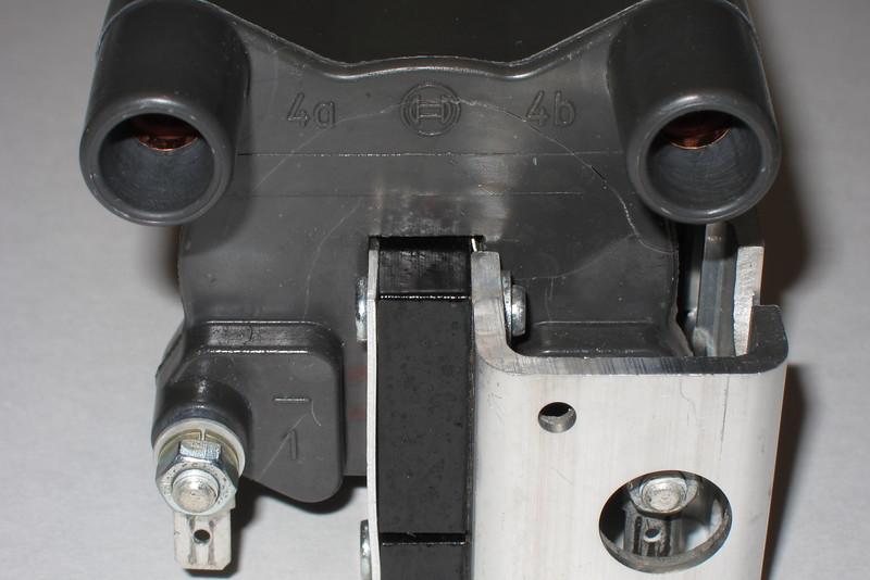 BMW  12-13-1-243-910 / Bosch 0 221 500 200